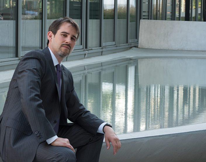 professionelle bewerbungsfotos Anwalt am Springbrunnen sechs