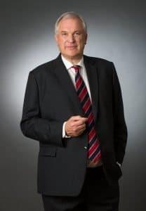 Businessfotos Mann dreiviertel vom fotograf frankfurt