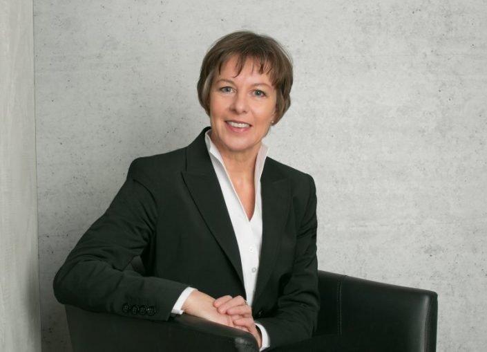 fotostudio wiesbaden Businessfotos im sitzen vom fotograf frankfurt