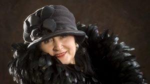 best ages mit Hut beim fotoshooting im fotostudio das portrait dreiundzwanzig