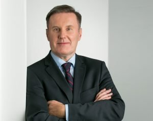 professionelles fotoshooting frankfurt Anwälte mit blauem Hemd eins